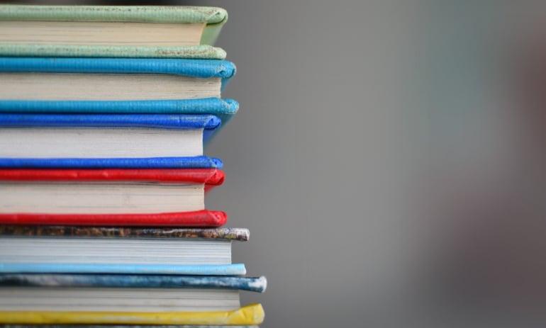 Imagens de livros para simbolizar organização as perfeccionistas